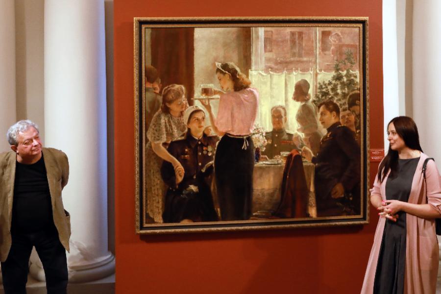 Русский музей показал полотно Александра Самохвалова «Встреча друзей» | ФОТО Александра ДРОЗДОВА