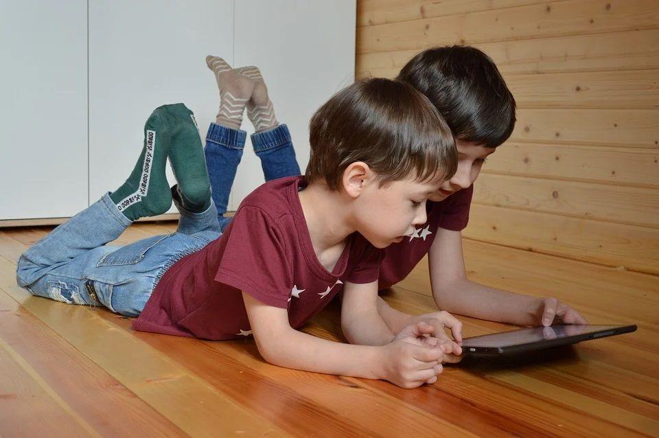 Неравнодушные петербуржцы помогли собрать для школьников более 6 тысяч планшетов