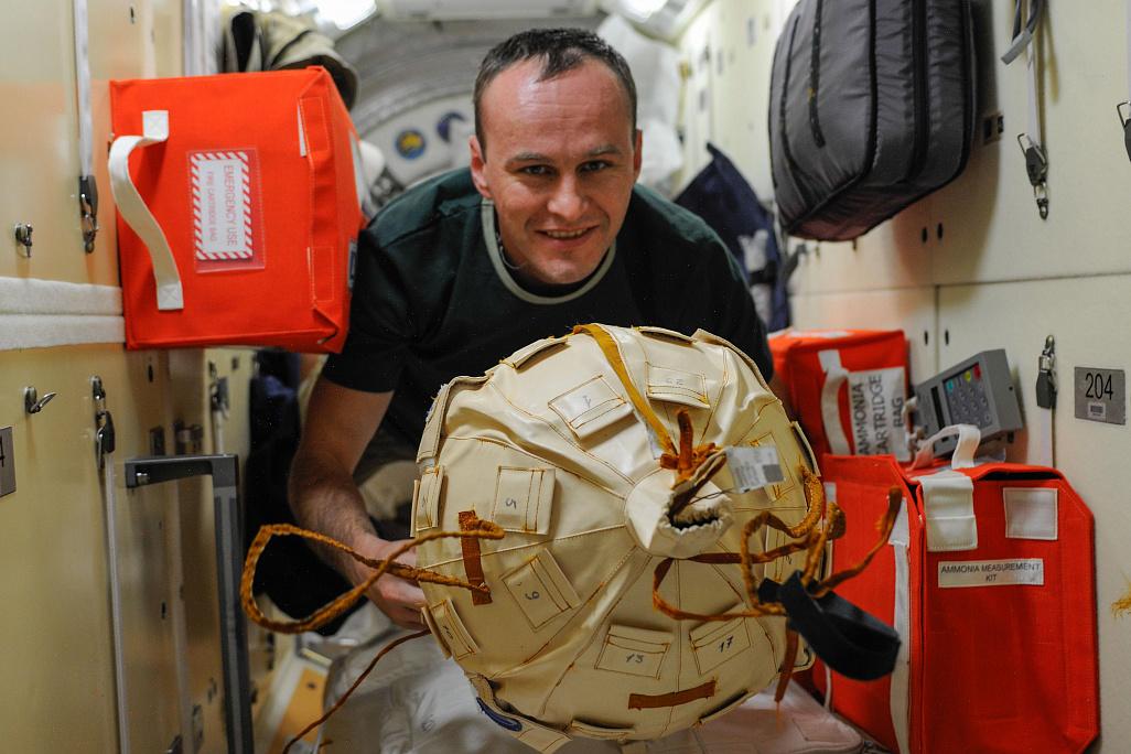 Космонавт Сергей Рязанский презентовал свою книгу в Петербурге  | Фото: NASA